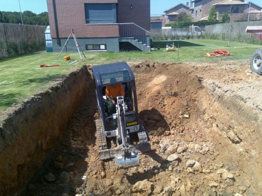 Excavación de hueco para piscina
