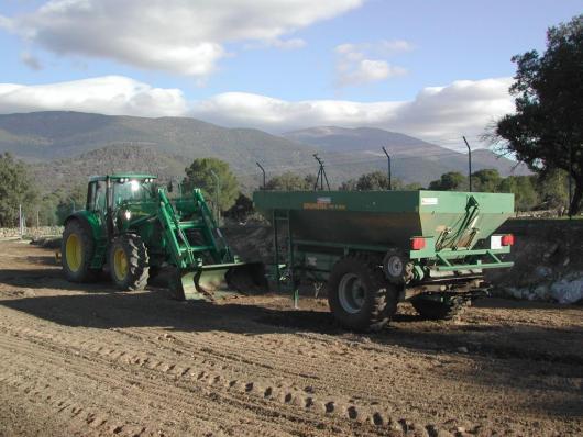 Maquinaria para extendido de compost